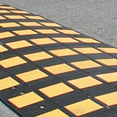 SafetyRider® rubber speed bump